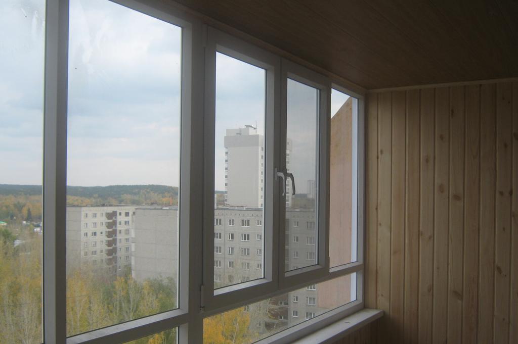 Остекление, обшивка, изготовление, монтаж балконов и лоджий .